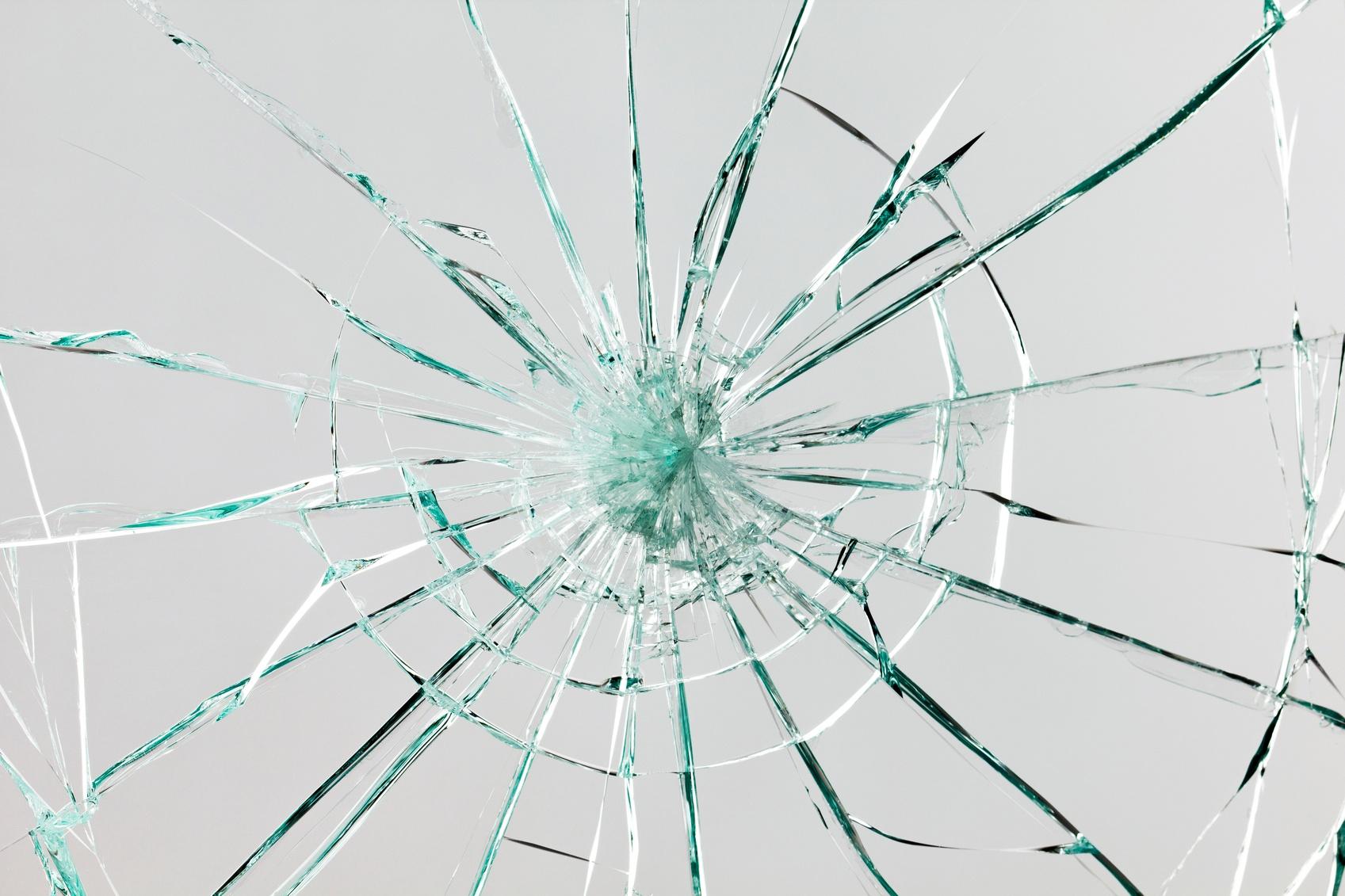 Broken-glass-000021070041_Medium-1.jpg